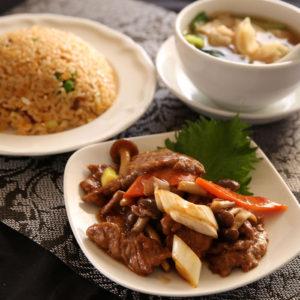 牛肉の炒め付き炒飯セット 1,200円